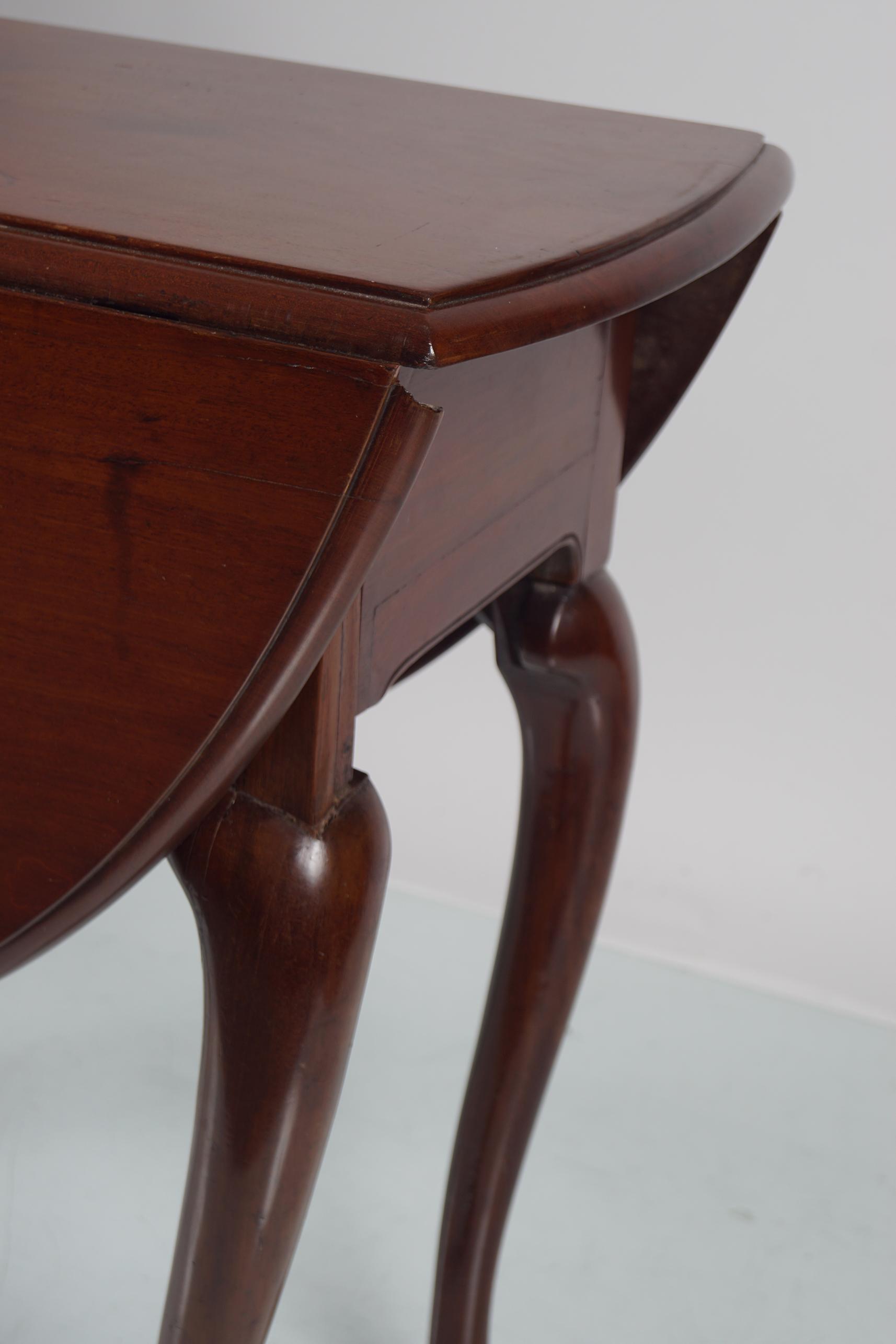 GEORGE II RED WALNUT GATE LEG TABLE - Image 3 of 5