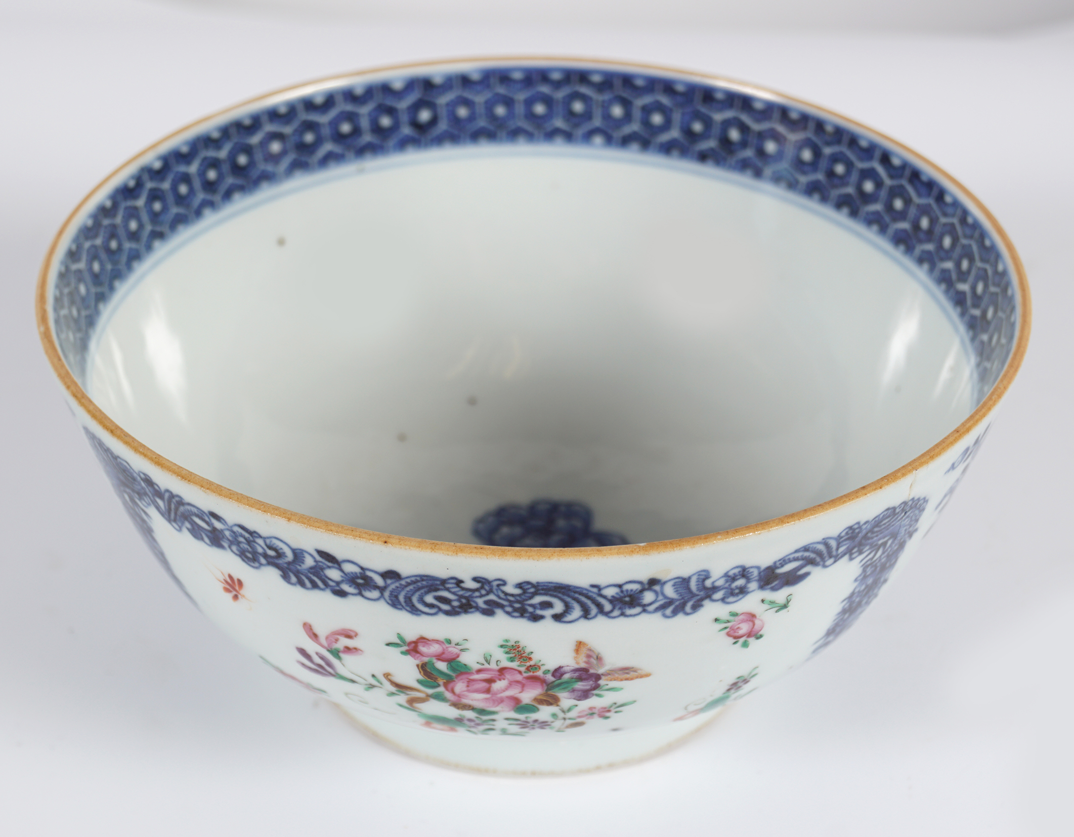 18TH-CENTURY CHINESE FAMILLE ROSE BOWL - Image 2 of 4