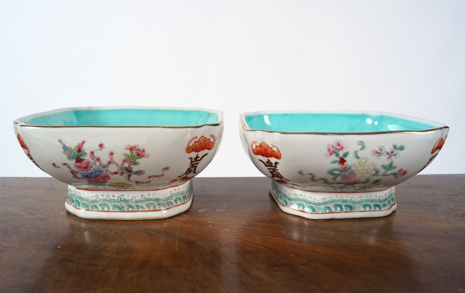 PAIR OF CHINESE POLYCHROME BOWLS