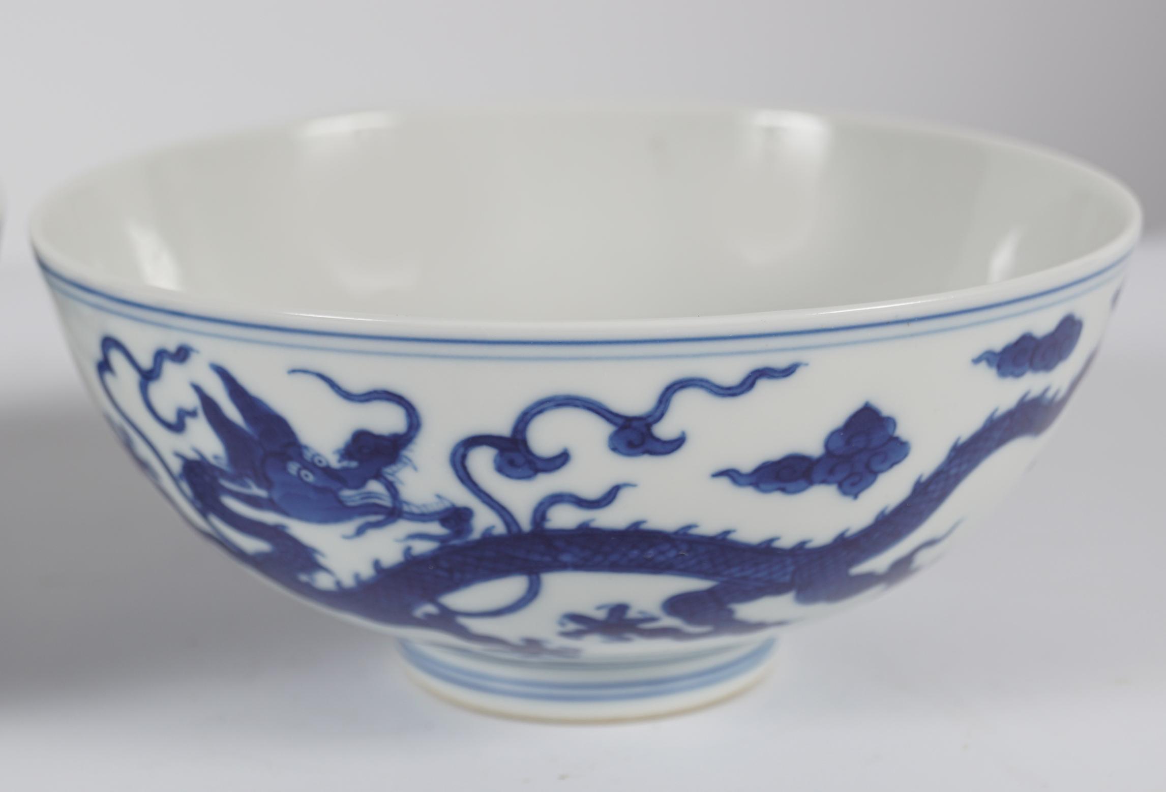 PAIR OF CHINESE DRAGON BOWLS - Image 3 of 6