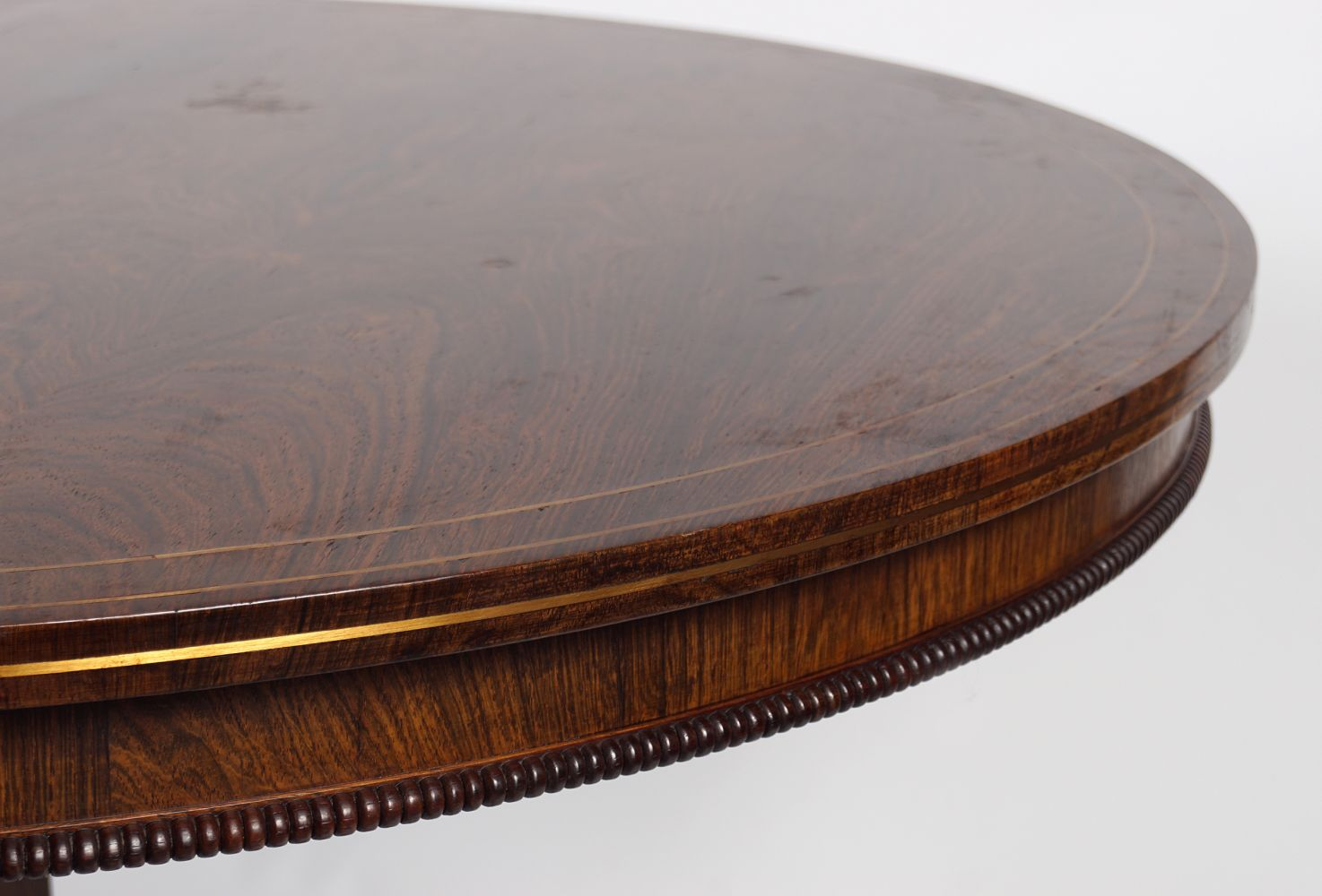 REGENCY ROSEWOOD AND BRASS INLAID CENTRE TABLE - Image 4 of 4