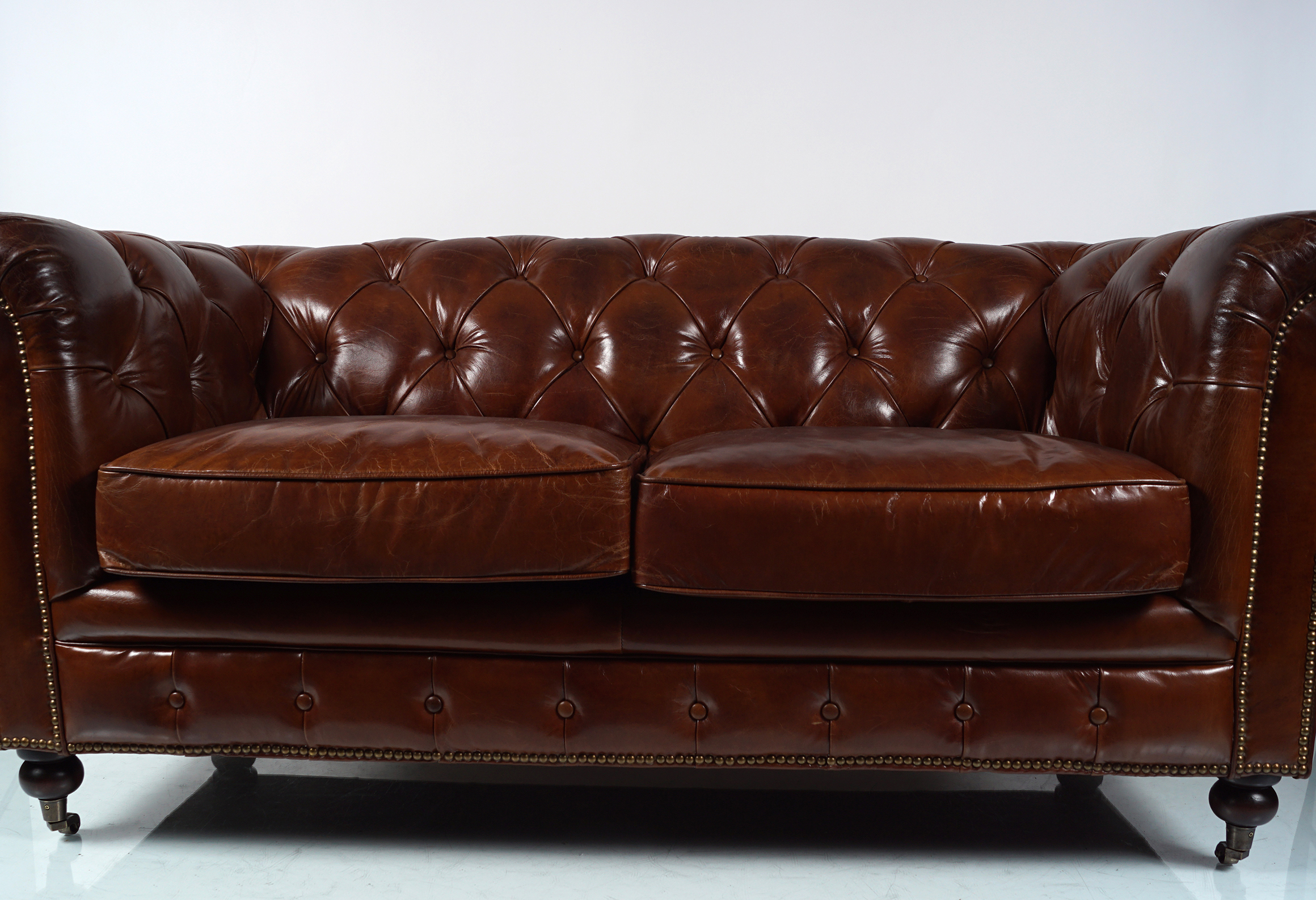 DEEP BUTTONED LEATHER CHESTERFIELD SETTEE - Image 2 of 4