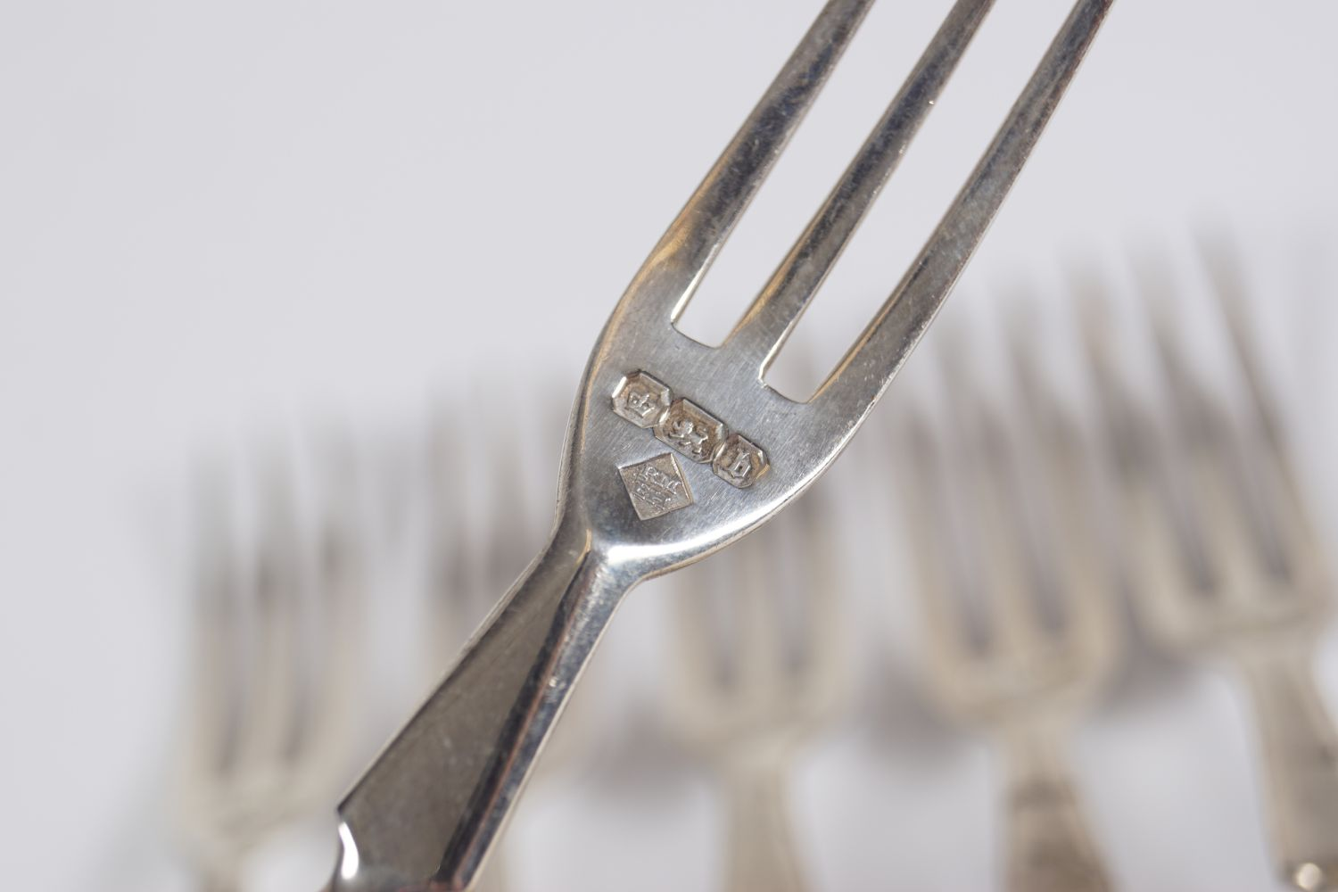 6 SILVER OYSTER FORKS - Image 4 of 4