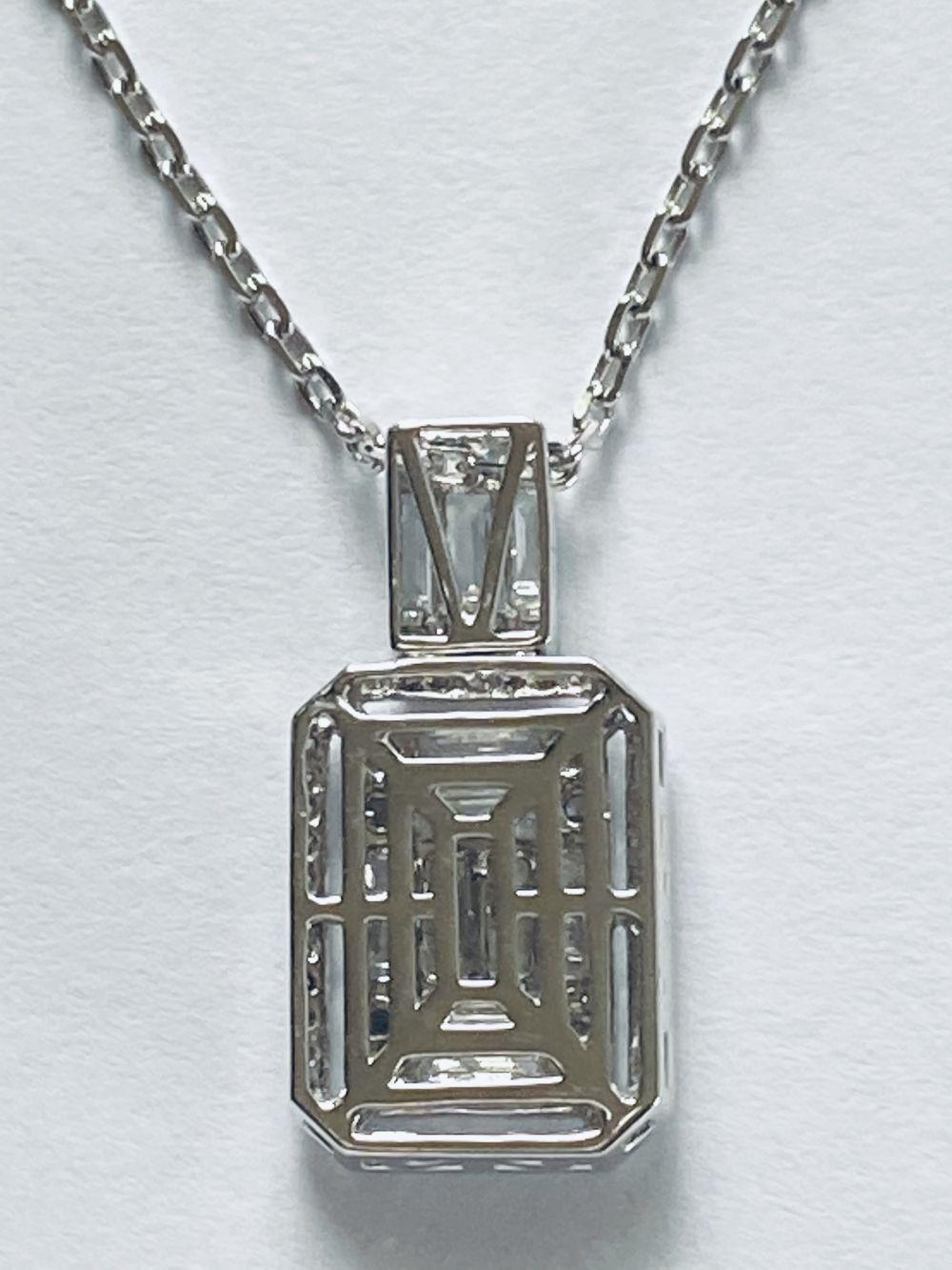 18CT WHITE GOLD DIAMOND BAGUETTE PENDANT - Image 3 of 3