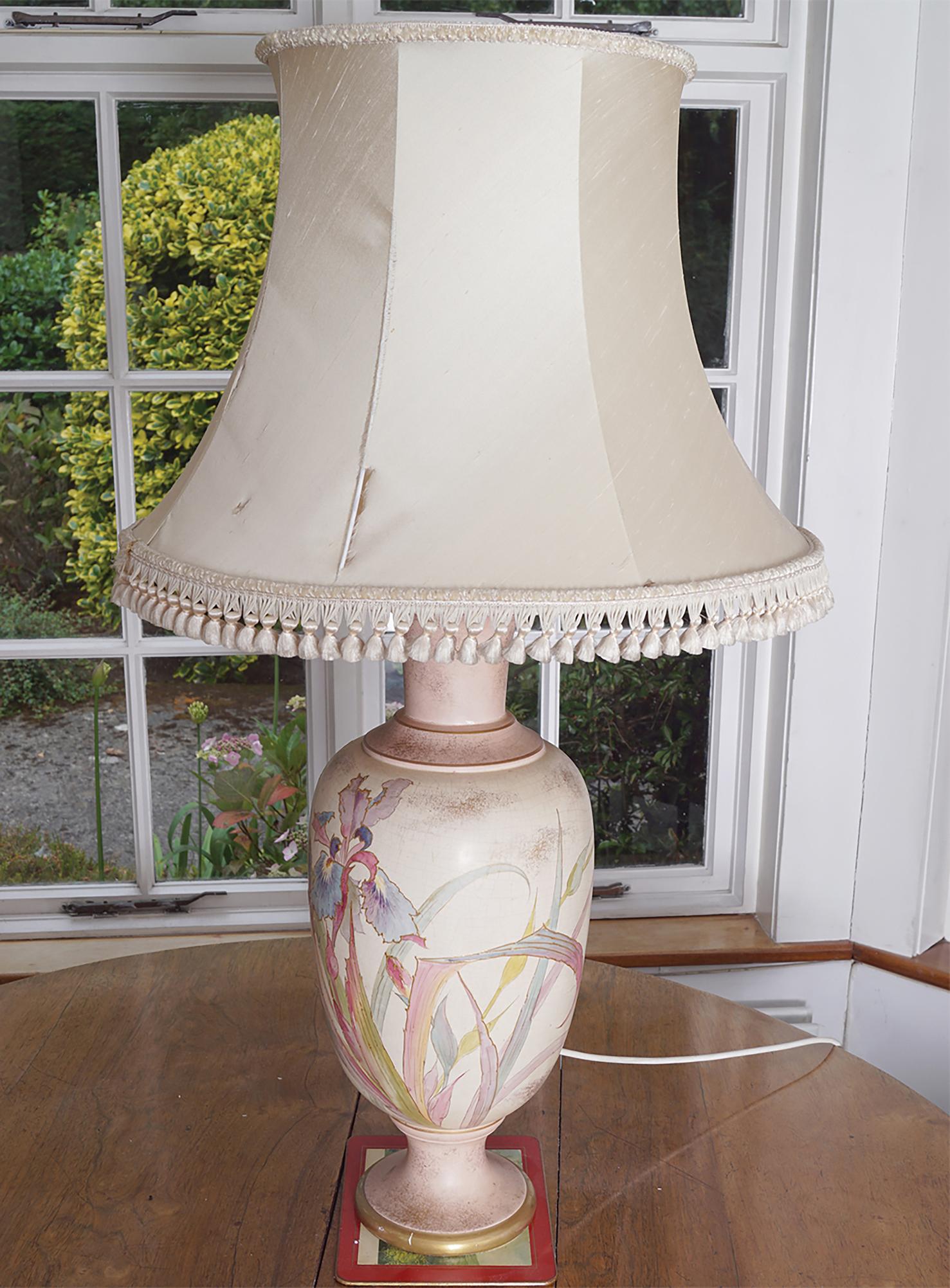 19TH-CENTURY WORCESTER VASE STEMMED TABLE LAMP