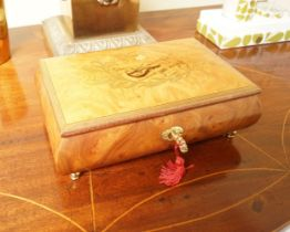 AMBOYNA AND MARQUETRY MUSICAL JEWELLERY BOX