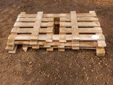Timber lambing pens