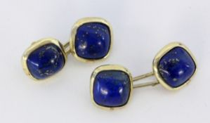 A PAIR OF CUFFLINKS 585/000 yellow gold with lapis lazuli. Gross weight approximately 7.9