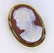 A PENDANT / BROOCH 585/000 yellow gold with cameo. Approximately 45 x 30 mm, gross weight