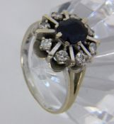 A LADIES RING 585/000 white gold with sapphire and brilliant cut diamonds. Ring size 60,