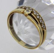 A LADIES RING 585/000 yellow gold with diamond trim. Ring size 62, gross weight