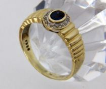 A LADIES RING 585/000 yellow gold with sapphire and diamonds. Ring size 62, gross weight