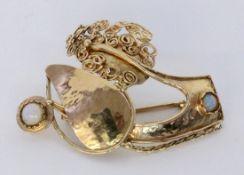 ANTIKE BROSCHE 585/000 Rotgold mit 2 kleinen Opalen. 5x3cm, Brutto ca. 8g AN ANTIQUE BROOCH 585/000