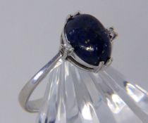 DAMENRING 585/000 Weissgold mit Lapislazuli und 2 Diamanten. Ringgr. 55, Brutto ca. 2,9g A LADIES
