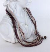 COLLIER mit 13 Strängen aus kleinen Edelsteinperlen. Schliesse Silber. L.41cm A NECKLACE with 13