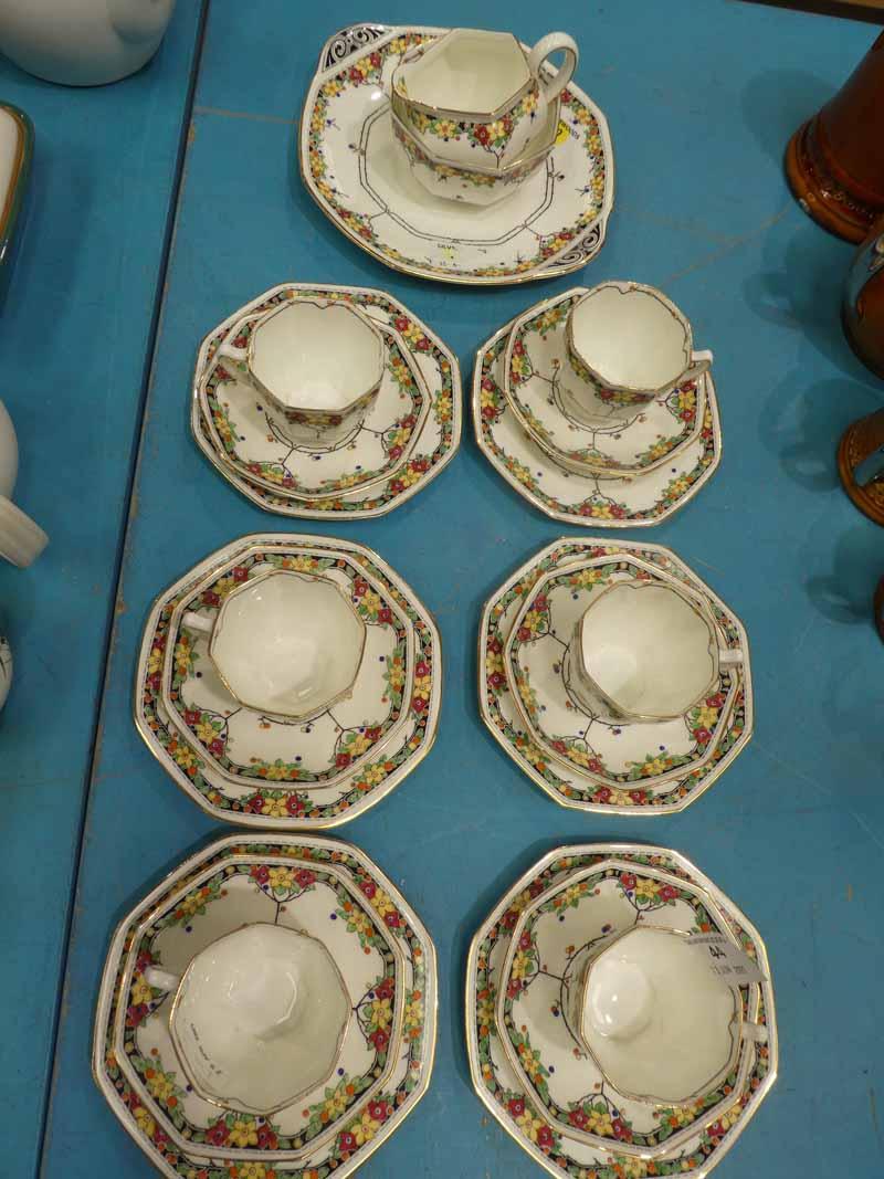 A Royal Doulton Art Deco tea service for six places H3838 21 pieces