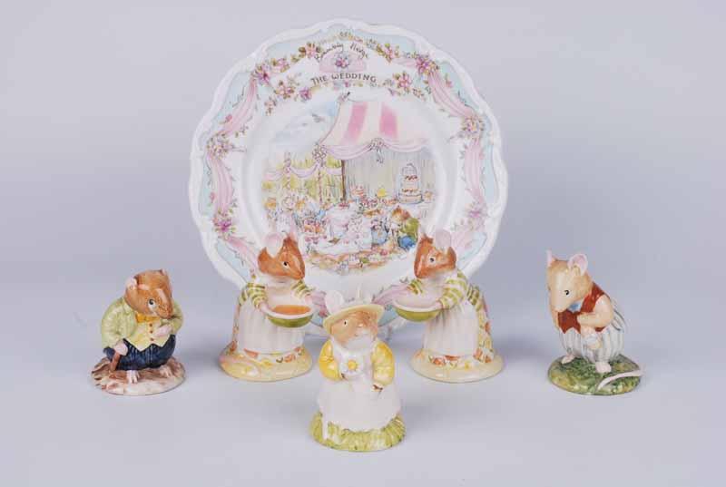 Five Royal Doulton Bramley Hedge mice & a wedding plate