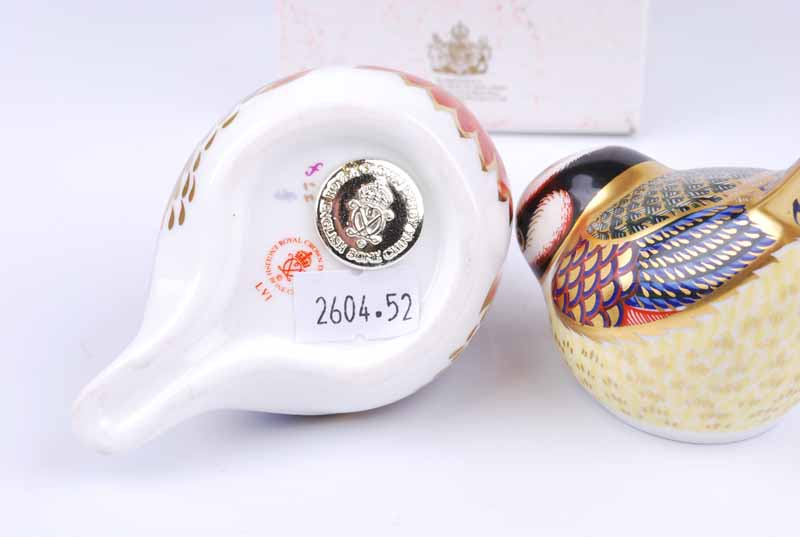 A Royal Crown Derby robin paperweight together with a further bluetit example (2) - Image 3 of 3