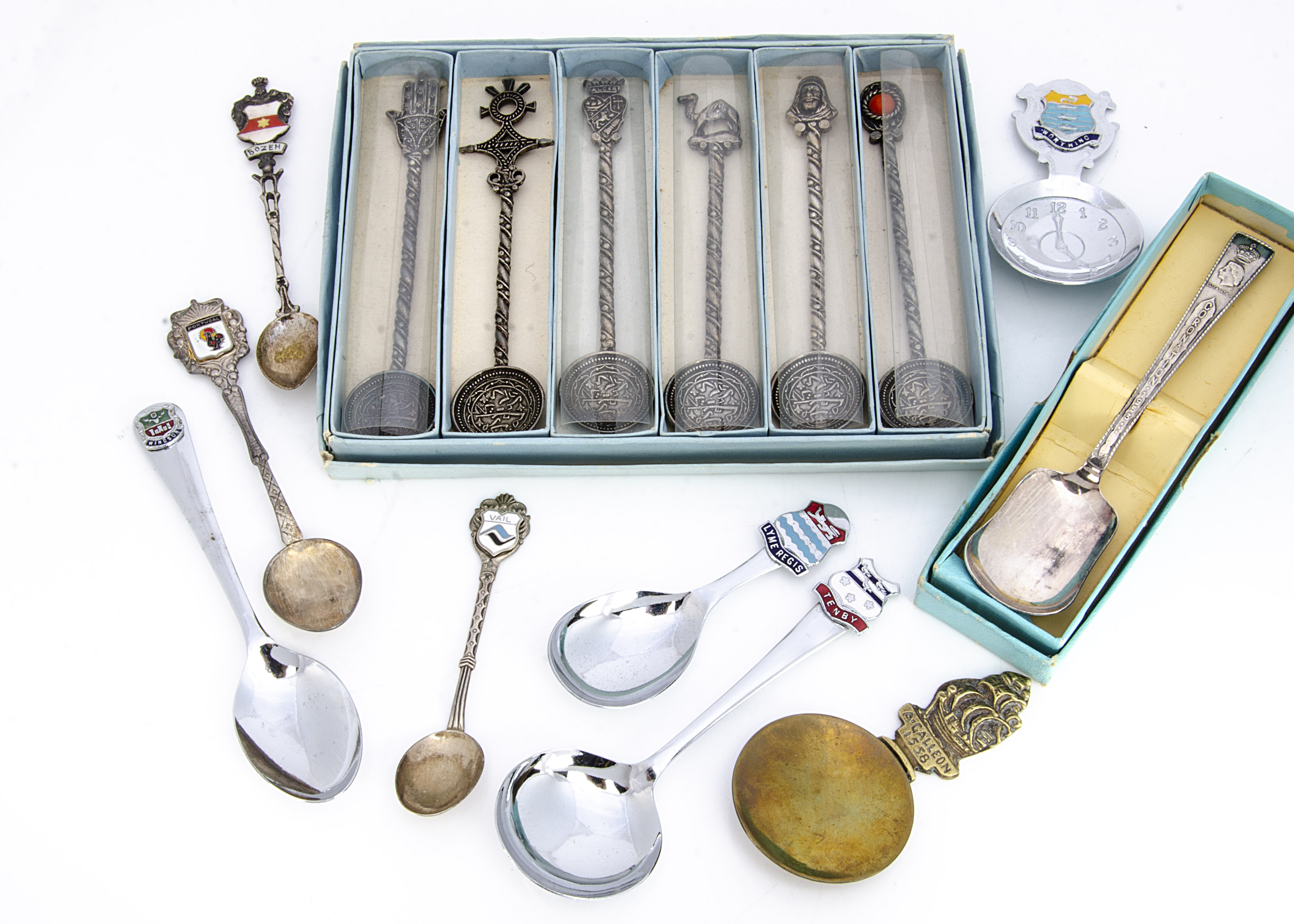 A collection of souvenir teaspoons, some probably silver, most in boxes