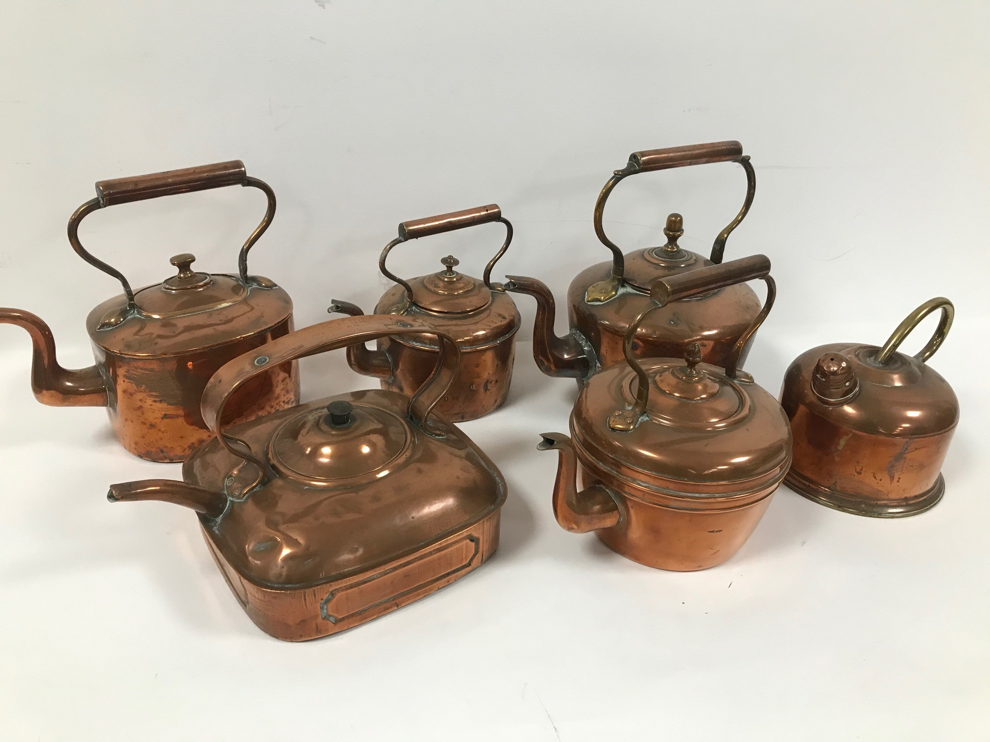 Six vintage copper kettles, one marked Special Kettle for Electric Belling Cookers (6)