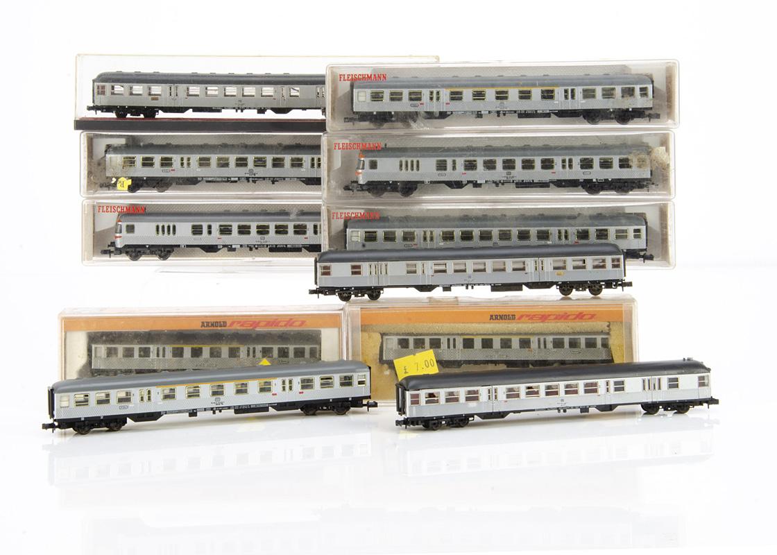N gauge German Silver Fish Train, a six car train by Fleischmann five cased 8120 (2), 8121, 8122 (2)