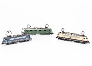 Continental N Gauge Electric Locomotives, three unboxed examples, Minitrix E03 001 in cream and