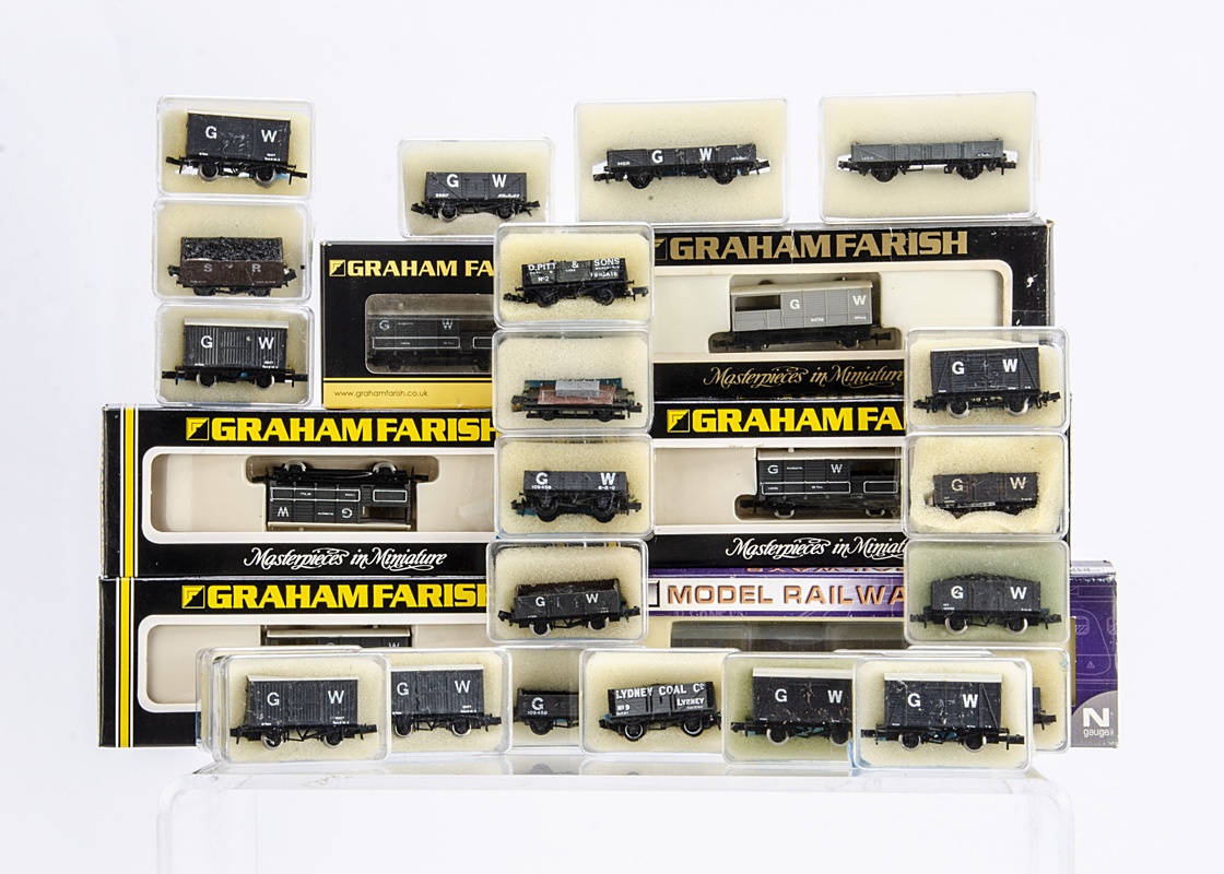 Boxed N gauge GWR freight stock by GraFar Dapol and Peco, five assorted GWR 'Toads' by GraFar,