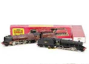 Boxed Hornby-Dublo 00 gauge 2-rail Steam Locomotives, ref 2225 '8F' no 48109 in BR black, G-VG, a