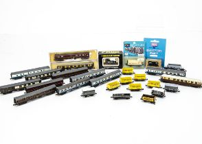 British Outline N Gauge Railcar and Rolling Stock, unboxed Grafar GWR Railcar, cased Pullman coach