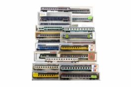 Modern Continental N Gauge Coaches, various examples all cased Rollende Landstrabe white Roco 24311,