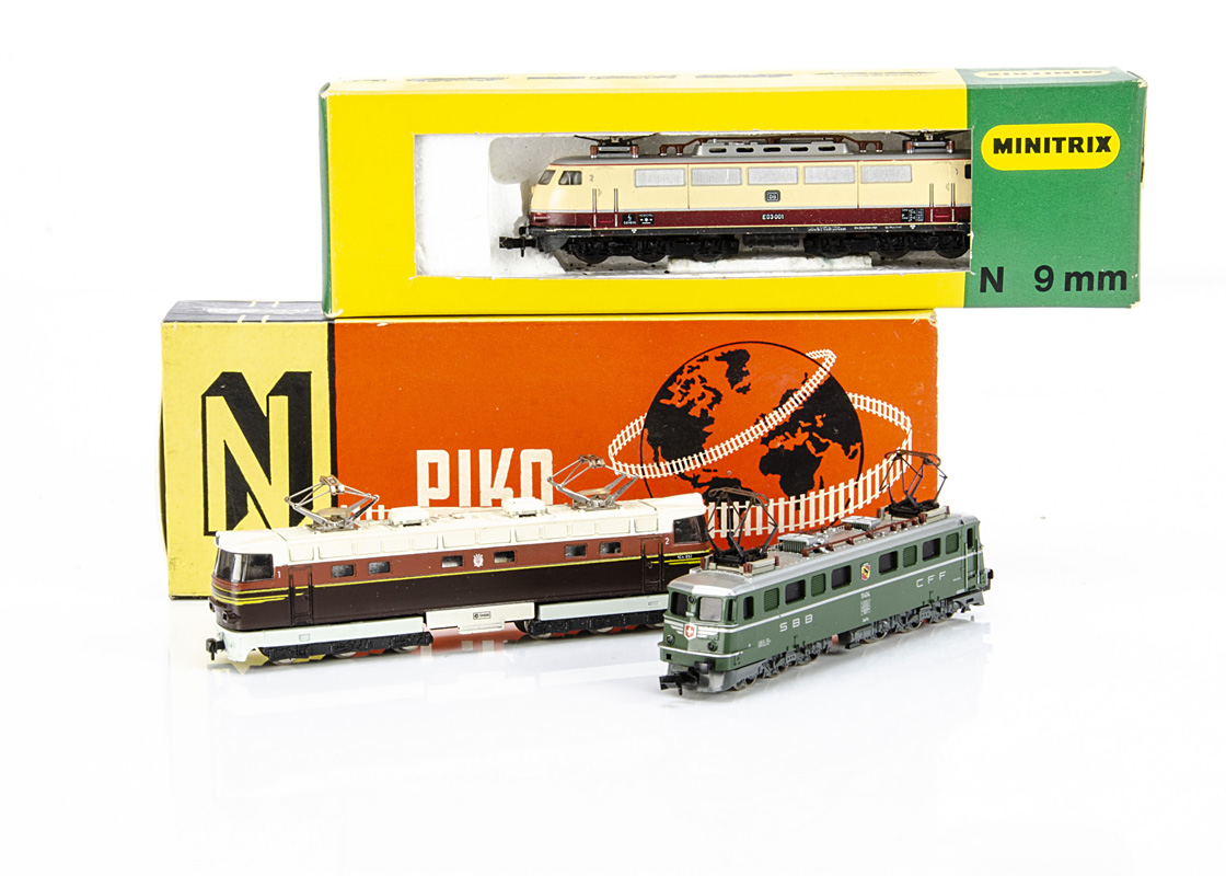 Continental N Gauge Electric Locomotives, two boxed examples Piko 5/4121 of the Rzhd in brown and