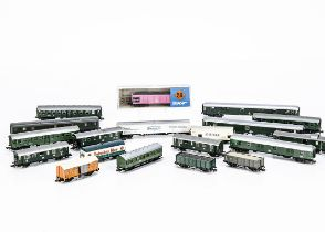Continental N Gauge Coaching Stock and Goods Wagons, mainly unboxed, four DB parcel coaches
