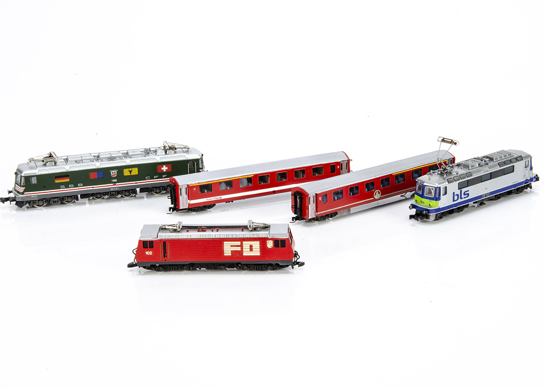 Continental N Gauge Electric Locomotives, two cased examples Minitrix 12781 Re 420 of the BLS in