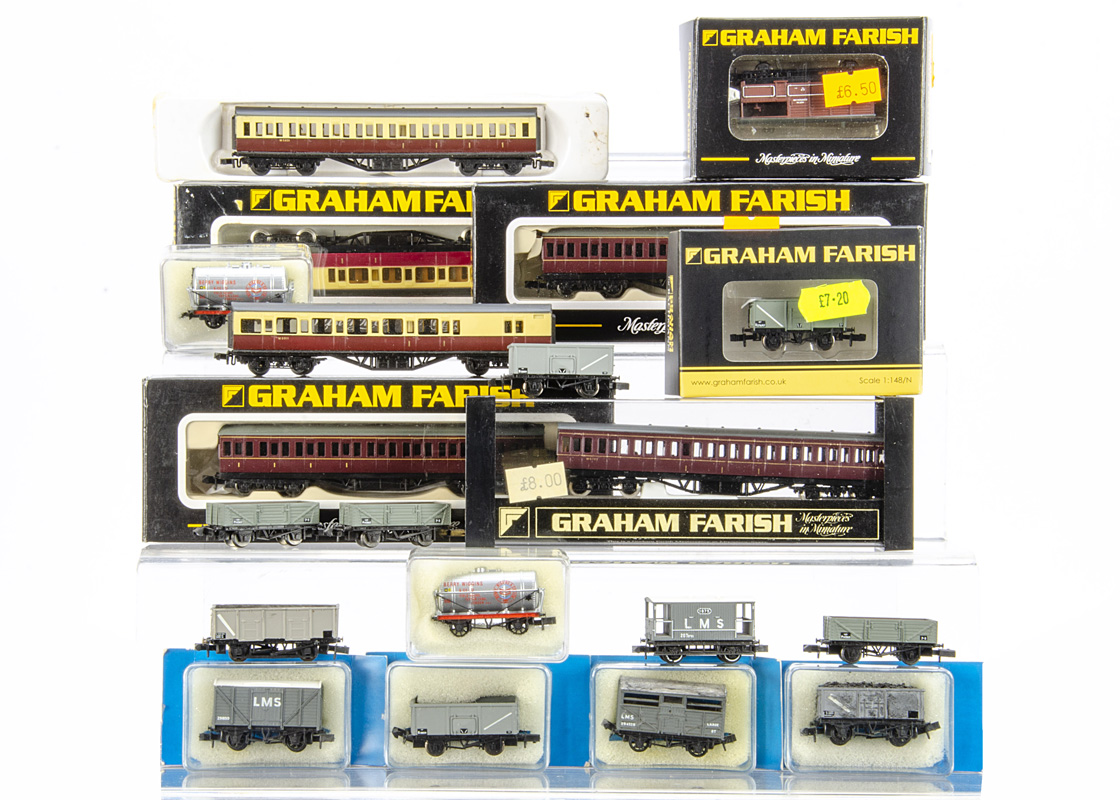 Graham Farish and Peco British Outline N Gauge Coaches and Goods Wagons, four boxed/cased Farish