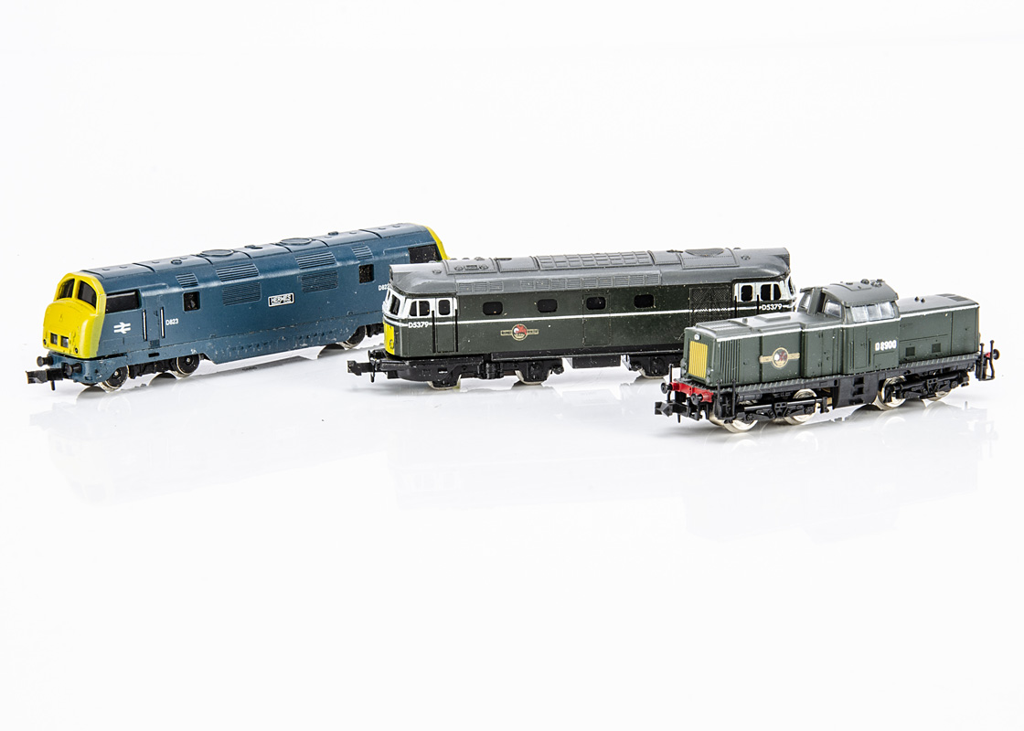 BR N Gauge Diesel Locomotives, three unboxed examples, Lima 212 Centre Cab BO-BO D8900 in green