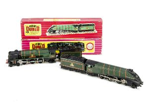 Boxed Hornby-Dublo 00 gauge 2-rail Steam Locomotives, both in BR green, ref 2211 'Golden Fleece'
