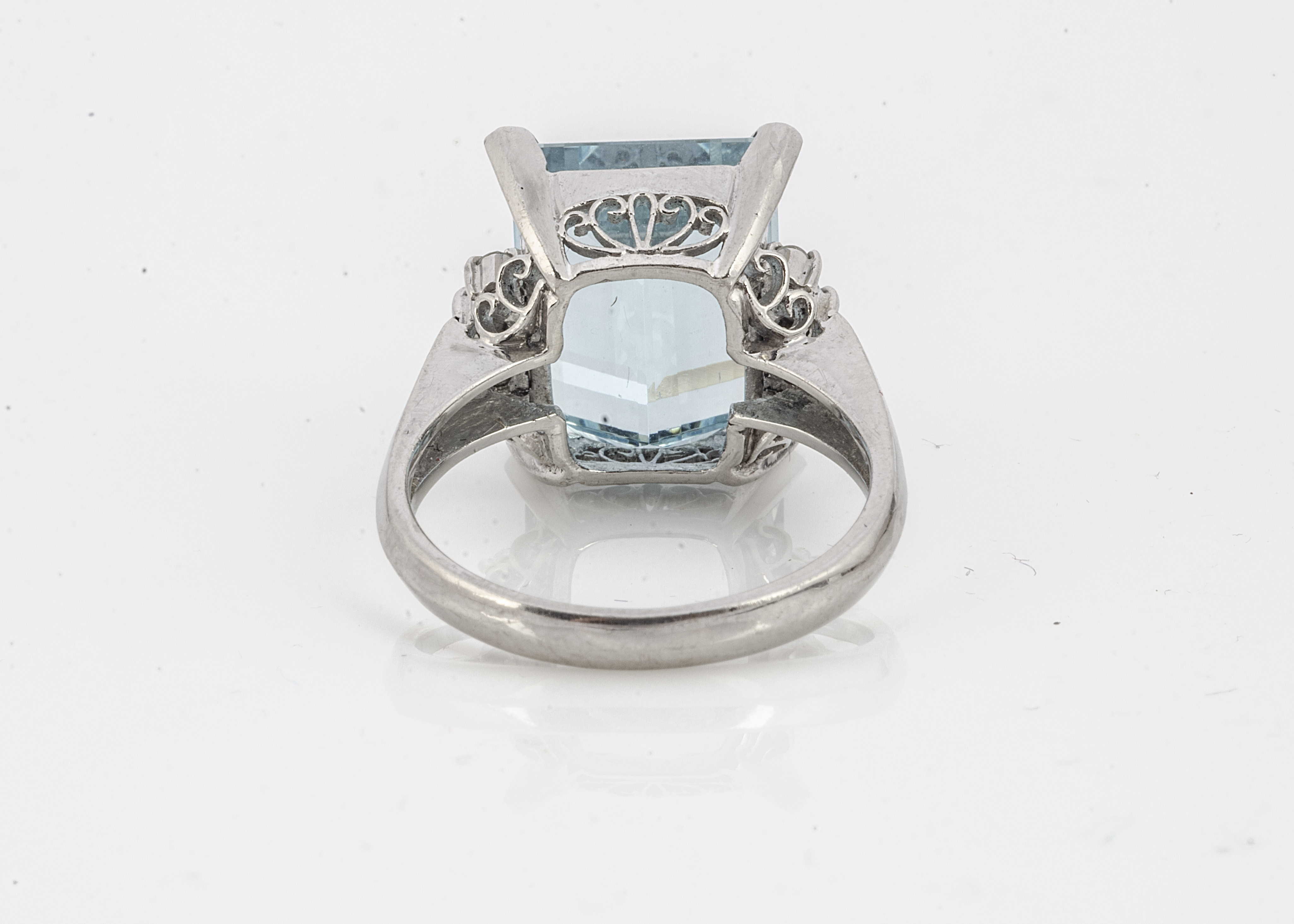 An aquamarine and diamond dress ring, the mixed step cut aquamarine flanked by brilliant cut - Image 2 of 2