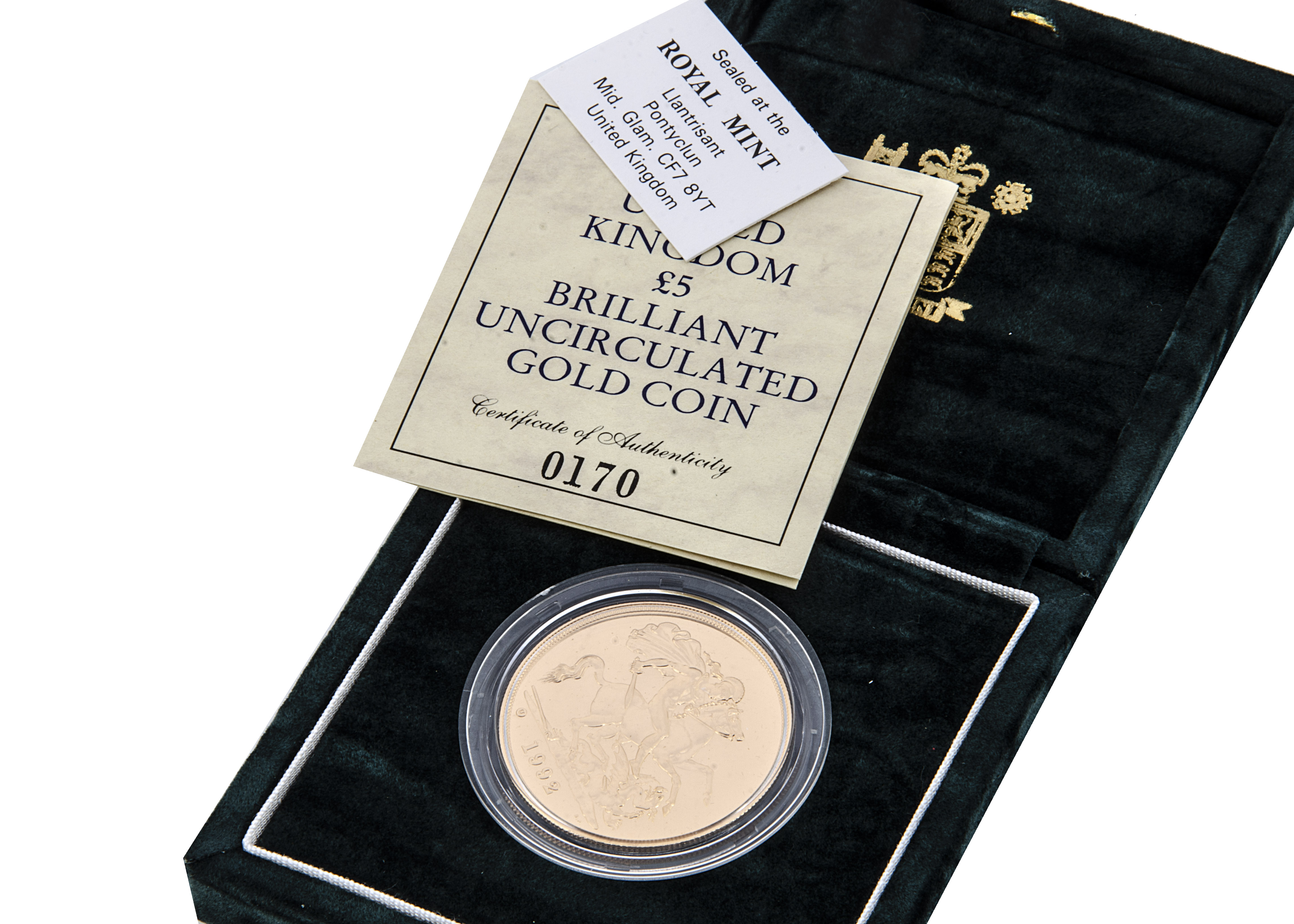 A modern Royal Mint UK £5 Brilliant Uncirculated Gold Coin, 1992, in box with certificate, 39.94