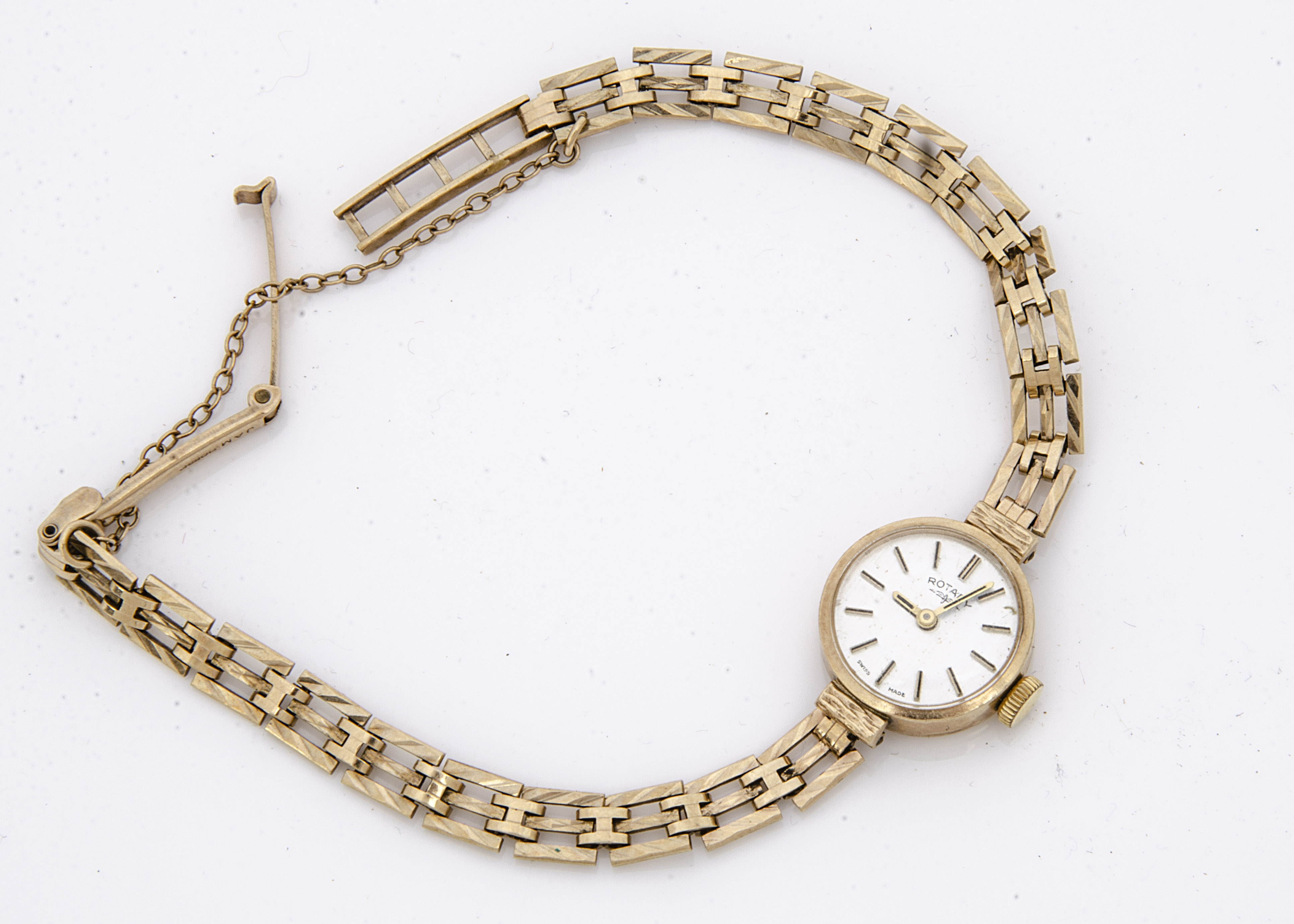 A c1980s Rotary 9ct gold ladies wristwatch, 17mm, having integrated 9ct gold bracelet, appears to