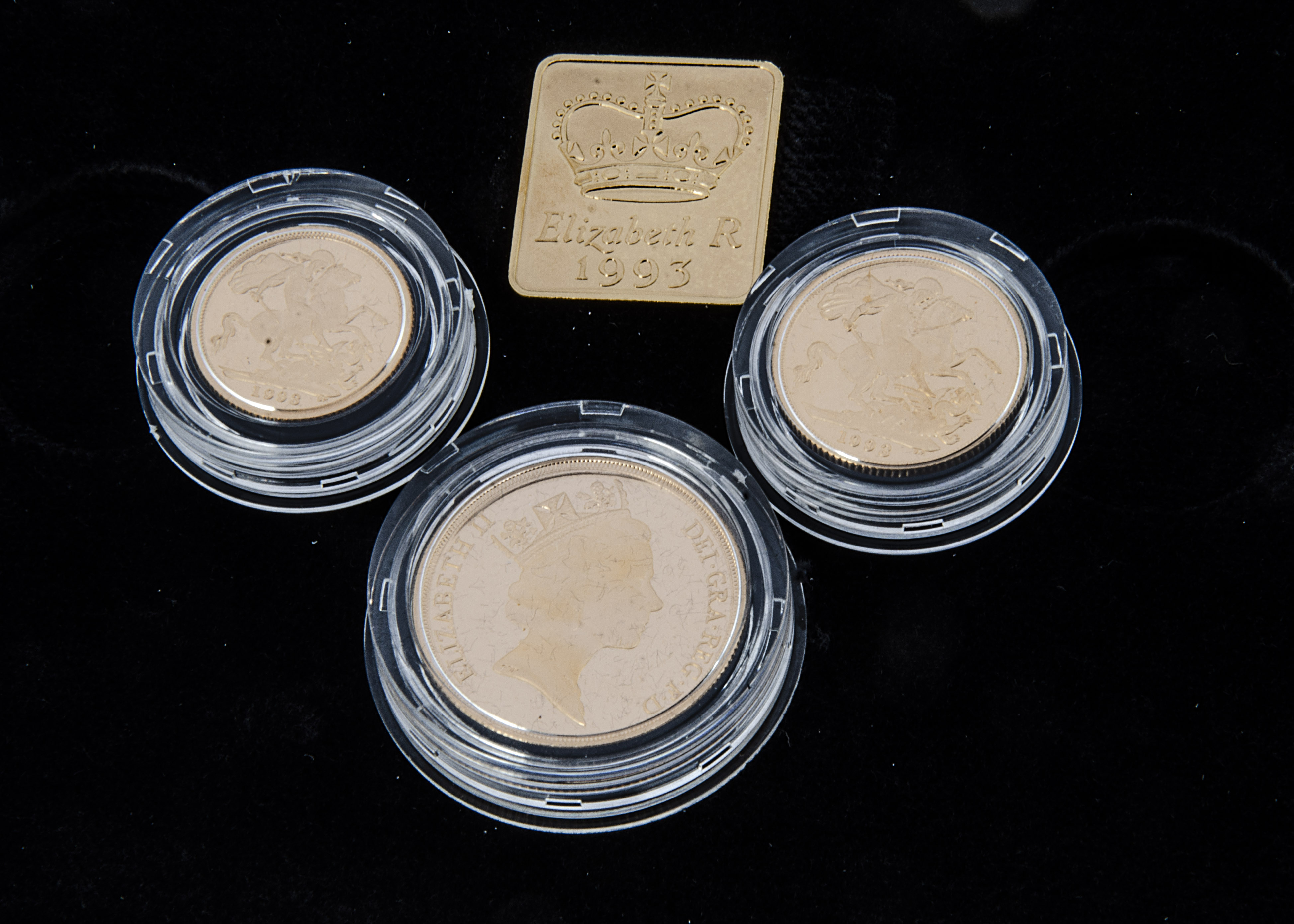 A modern Royal Mint UK Gold Proof Sovereign Three coin set, 1993, comprising double, full and half - Image 2 of 2