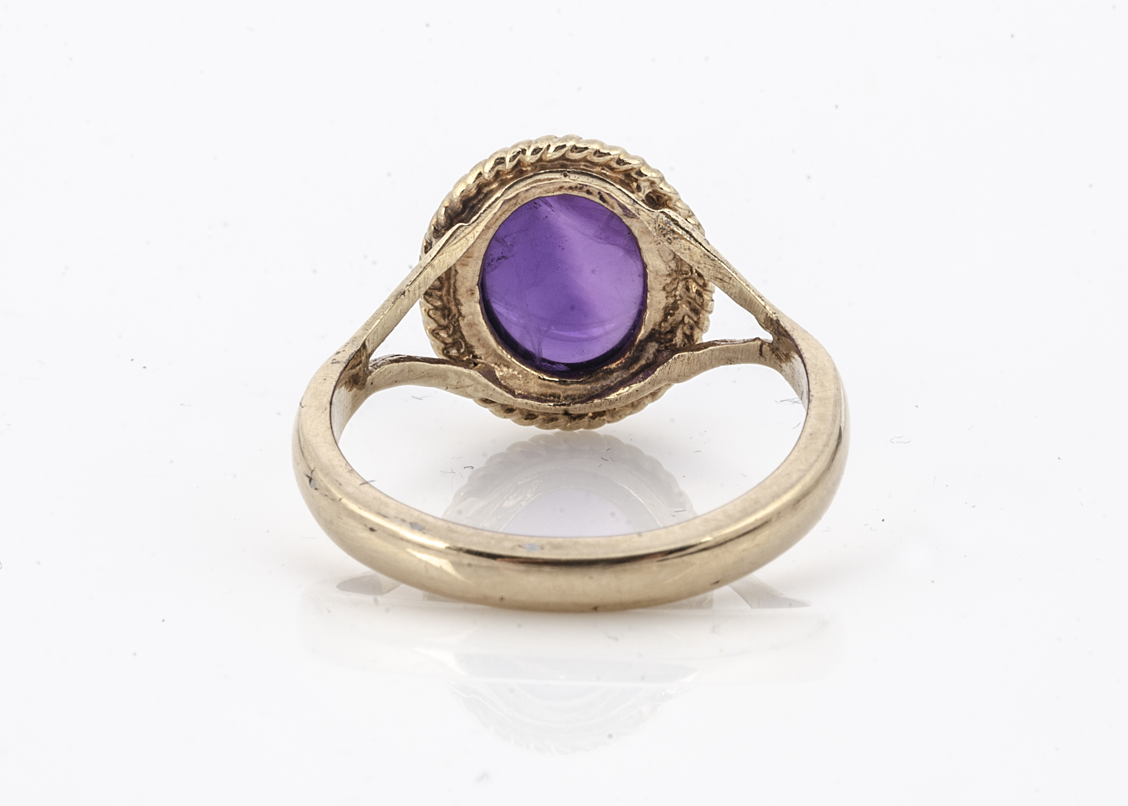An amethyst cabochon 9ct gold dress ring, the mauve stone with rope twist setting, yellow gold - Image 2 of 2