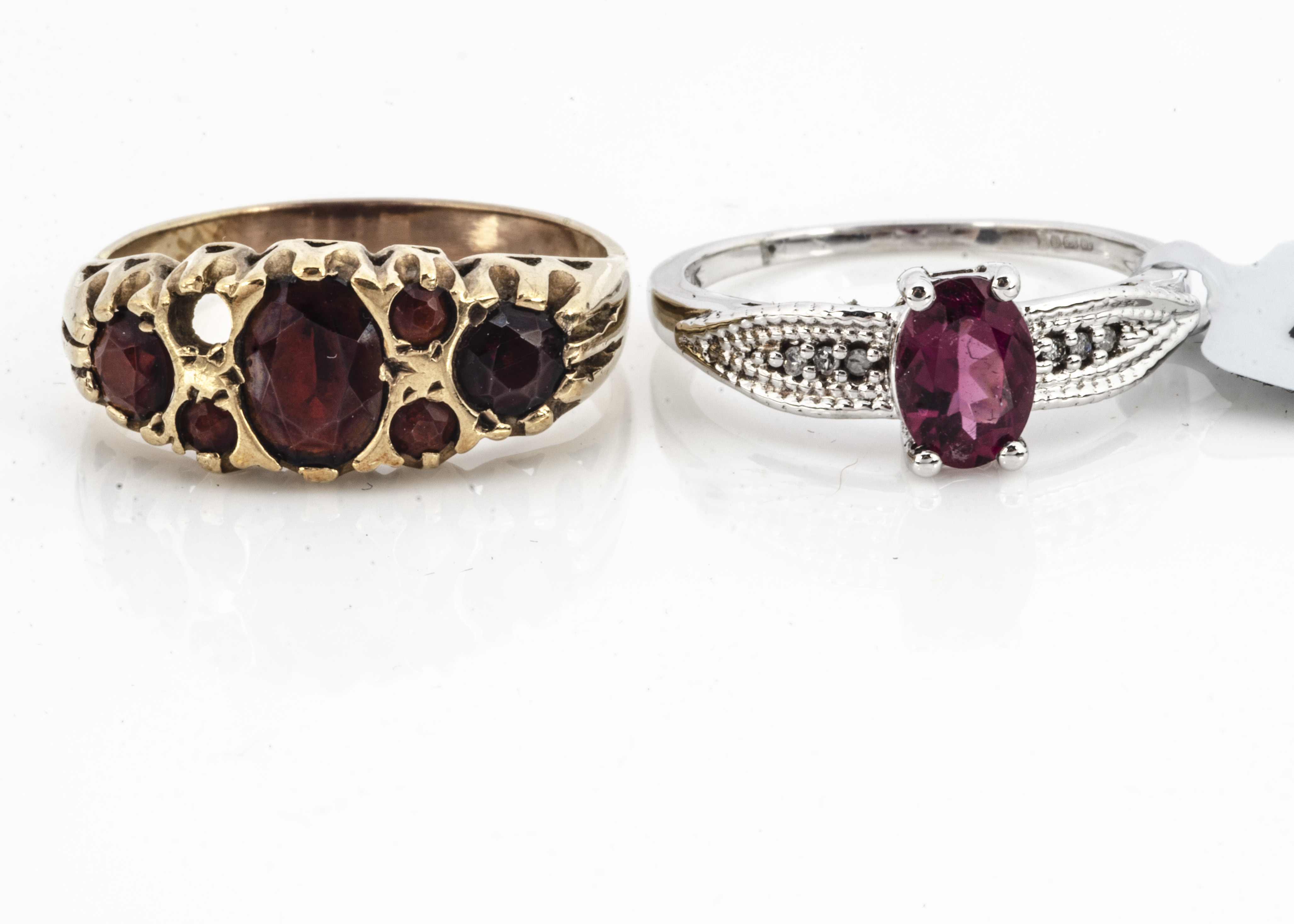 A 9ct gold garnet dress ring, with one setting vacant, ring size Q, together with a white 9ct gold