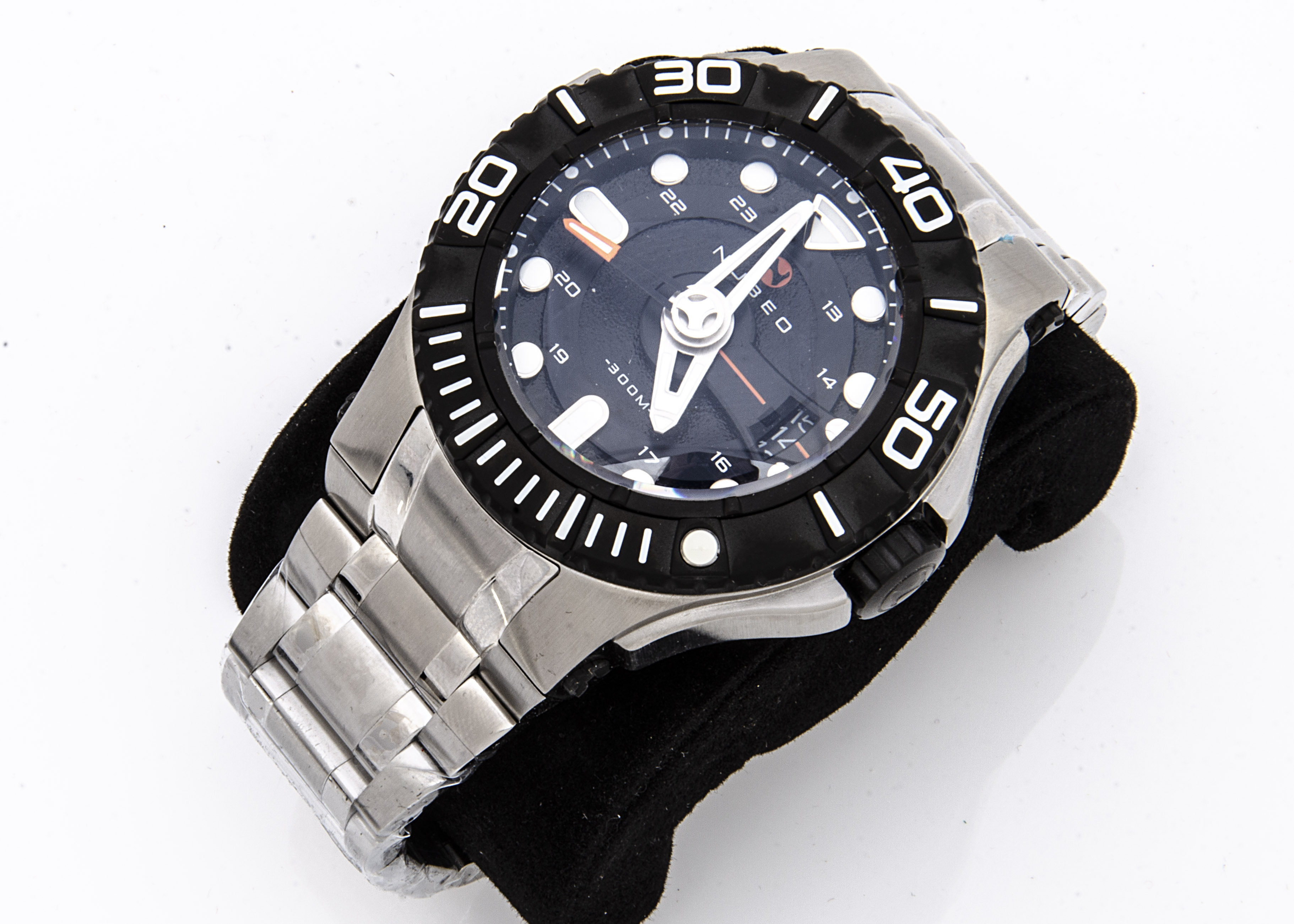 A modern Nubeo diver's automatic stainless steel gentleman's wristwatch, 52mm case, black dial, with