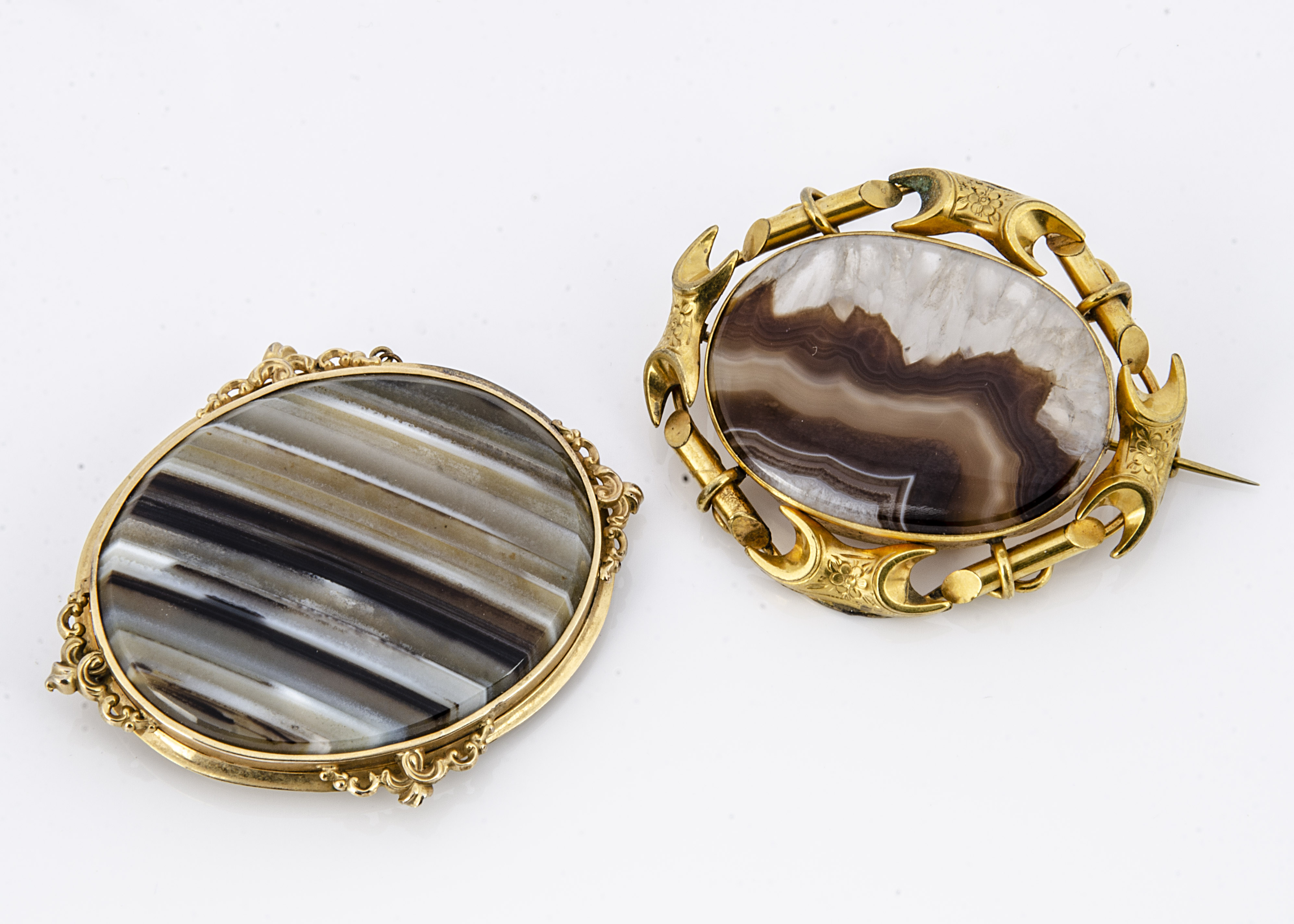 Two 19th Century agate and pinchbeck oval framed brooches, one with boxed back, 8cm x 6.5cm, the