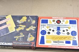 Uncommon Meccano Set 1970s Set 7, appears complete with Booklets 2/3/4 and 5/6/7, in original box,
