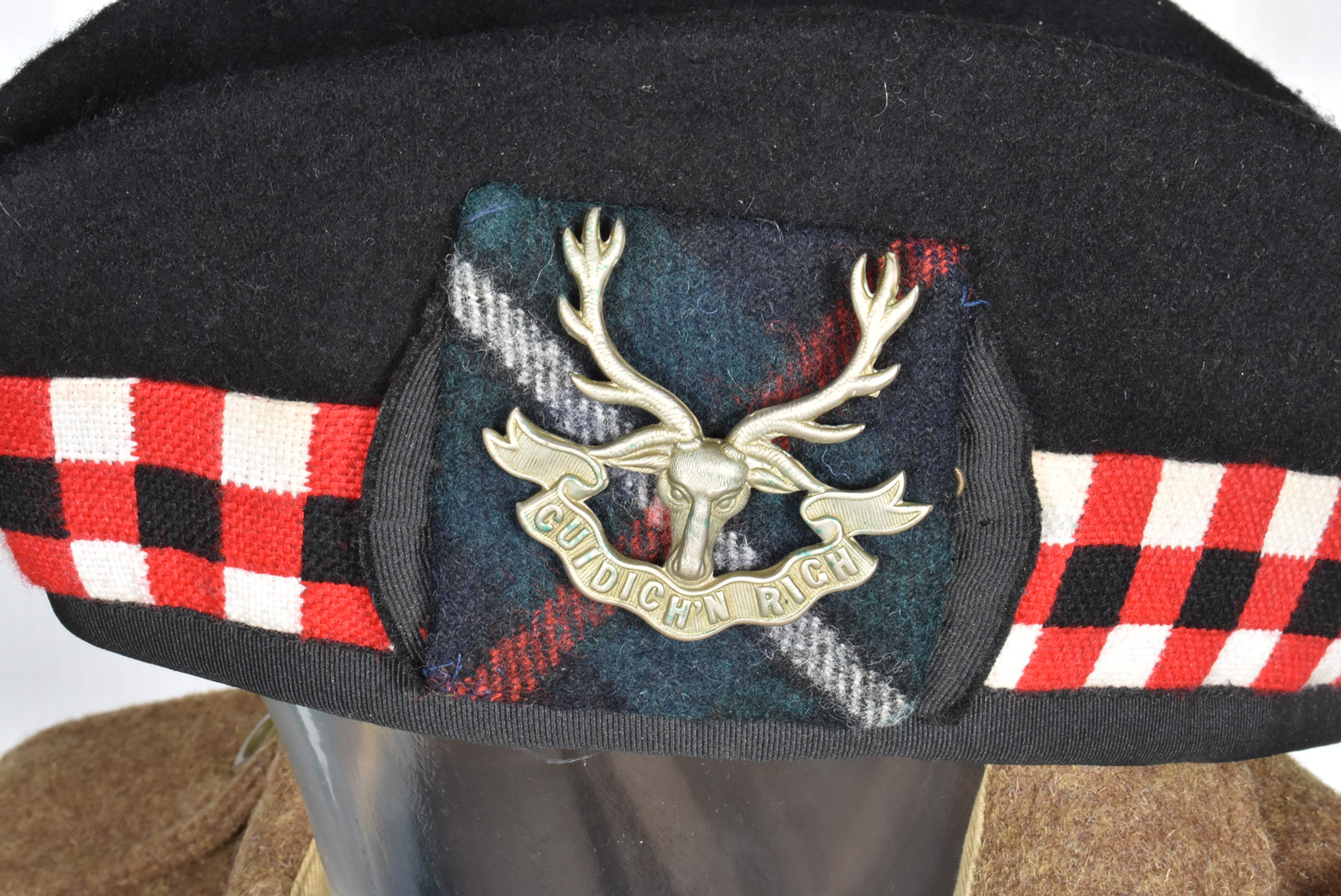 A Staff Sergeants Seaforth Highlander uniform, comprising of blouse/jacket , size 48 with Soldier of - Image 2 of 3