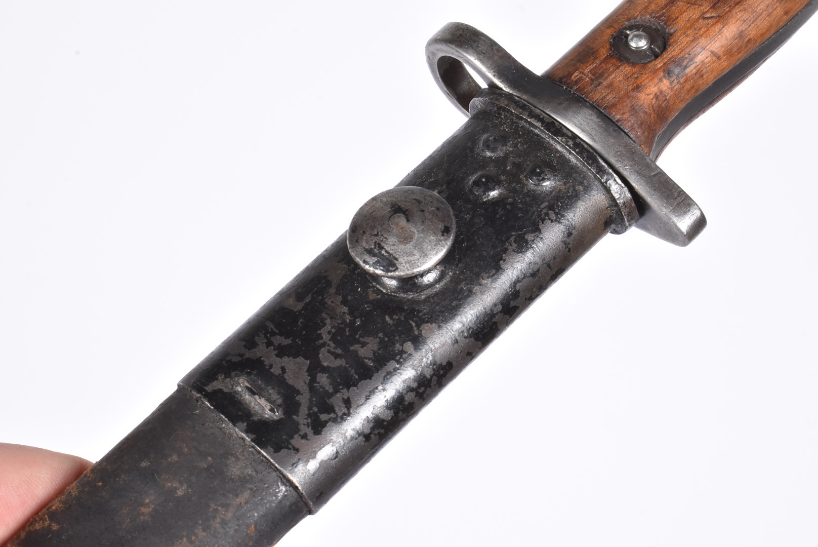 An Indian marked 1907 SMLE bayonet by Sanderson, dated 29, complete with leather and steel scabbard, - Image 5 of 8