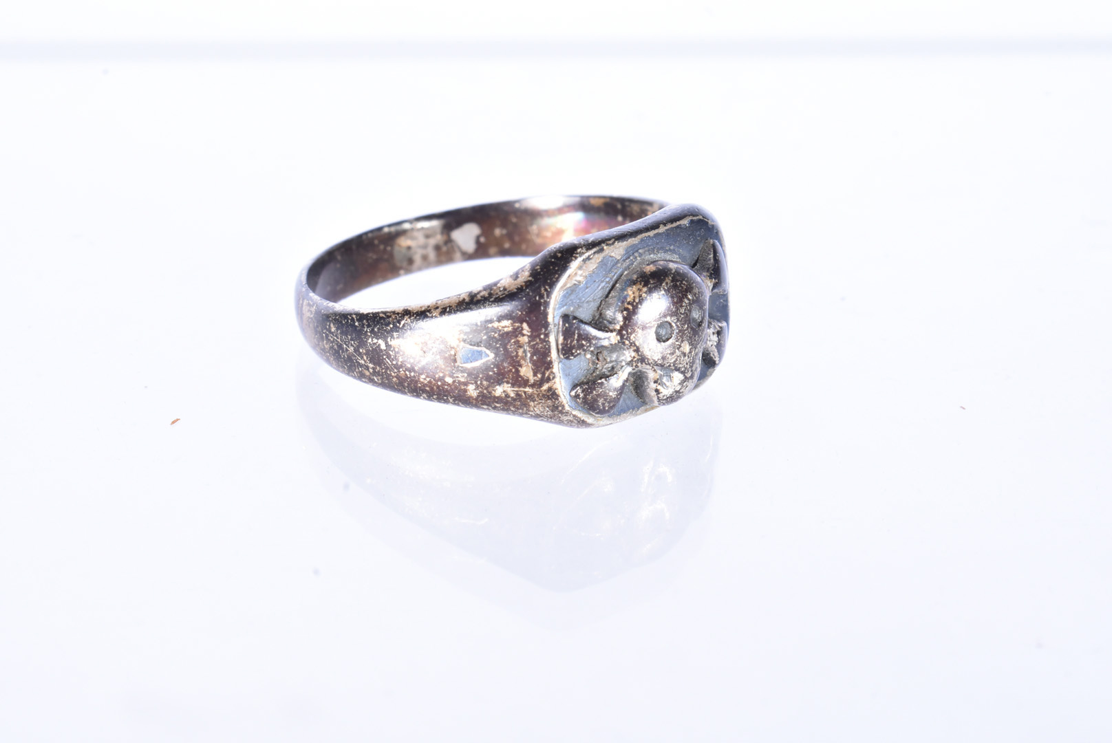 A German Third Reich Honour ring, possibly SS, the white-metal ring with skull and cross bones to - Image 2 of 3