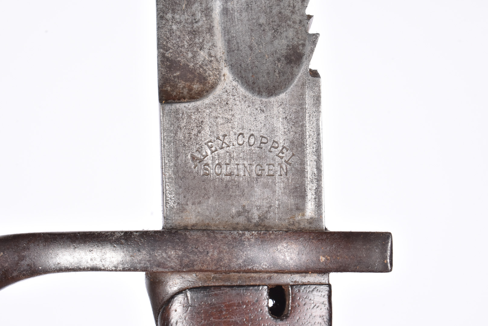 A High Ear German Butcher Sawback bayonet by Alex Coppel, dated 1915, blade 36.5cm, complete with - Image 2 of 5