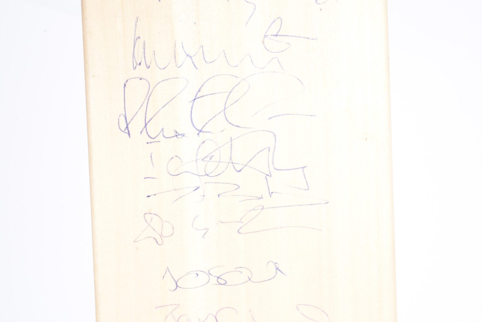 Surrey Cricket Club Bat, a full size cricket bat autographed with 18 signatures from the mid - Image 4 of 6